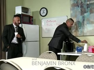 Alessio Romero gets fucked on the table