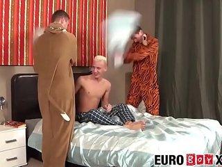 Dick riding twinks have a hardcore ass smashing threeway
